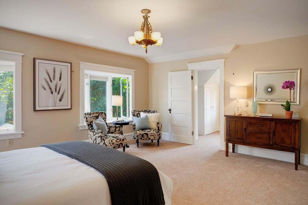 5-Panel Shaker Door in Bedroom